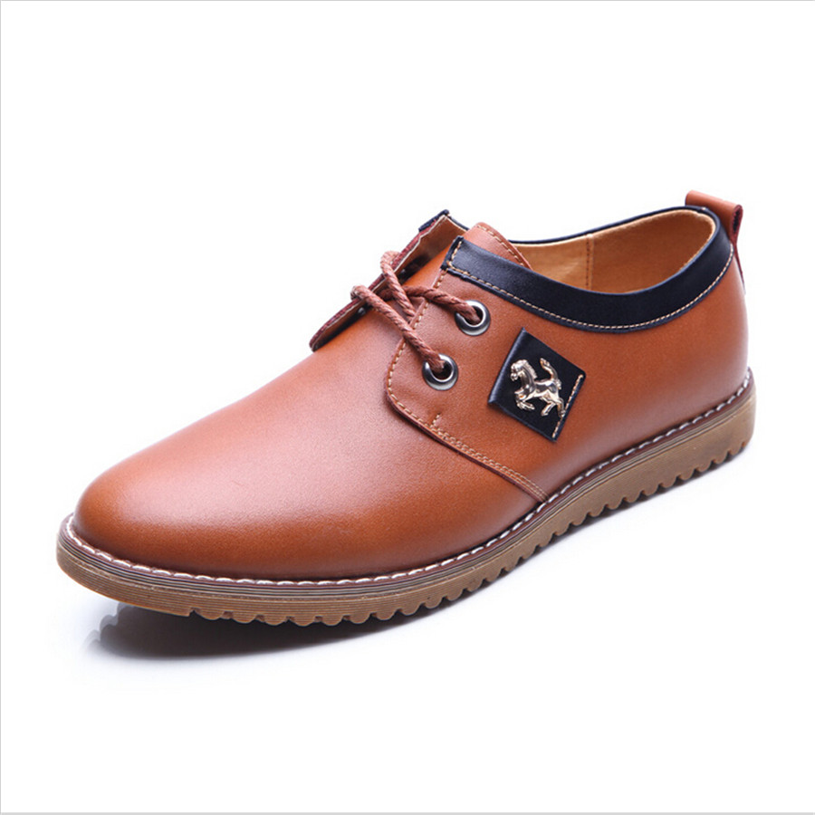 Mens Business Casual Footwear Loafers and Moccasins. Loafers and moccasins are the most obvious choices for business casual shoes for men as their slip-on style and simple design gives them a real ease; it's hardly surprising the style originated as a house slipper.