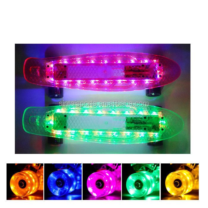 Fashionable 22 inch plastic retro led cruiser skateboard