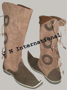 中世長い靴