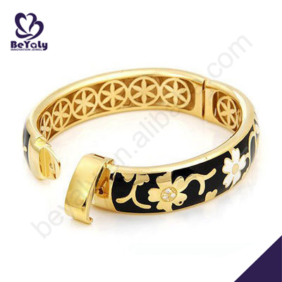 Shiny flower inner clasp latest design 1 gram gold bangles