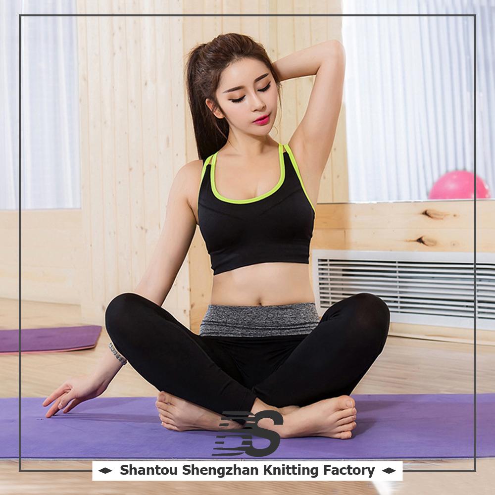Chicas Sexy Sin Bragas Y Sujetador De La Yoga De Las Señoras