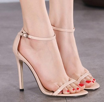 up-0592r Beautiful ladies shoes photo