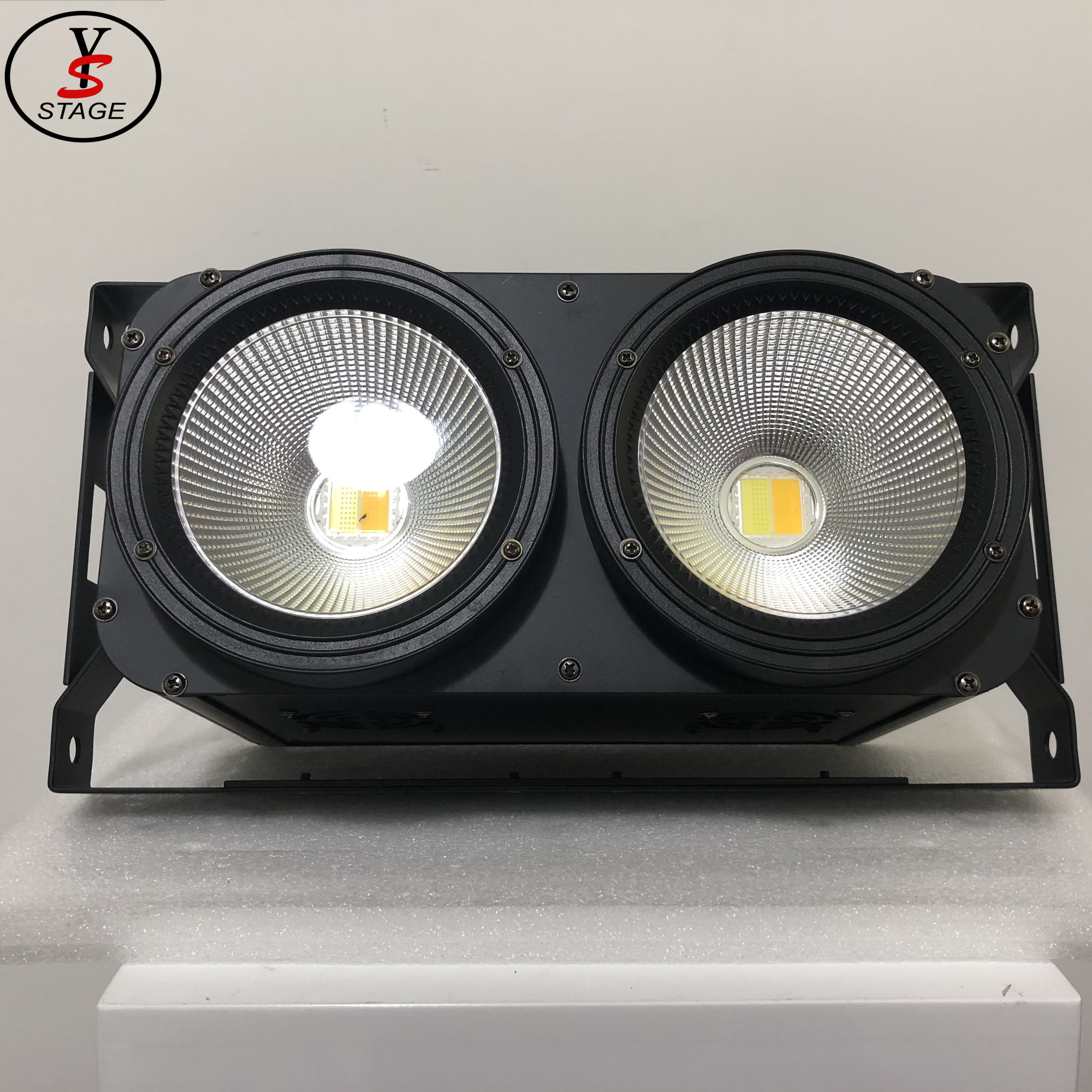 professional Manufacturer Audience Blinder 2*100W lighting for home party show stage Dj club