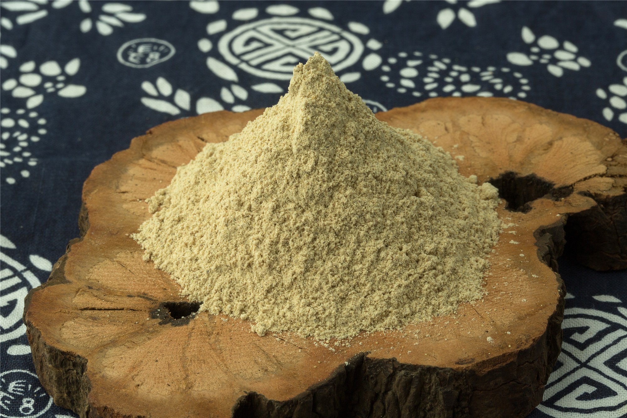 Panax Pseudo-Ginseng Extract Price Sanchi Extract Powder .jpg