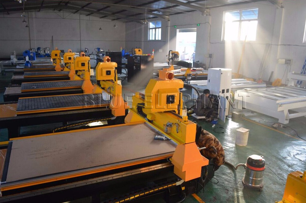 1300*3000*400MM High Z Travel 4 Axis Cnc Machine Auto Tool Changer , Atc Wood Cnc Router Machine 3D