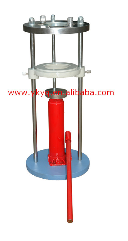Hand-operated sample ejector for soil-lab.