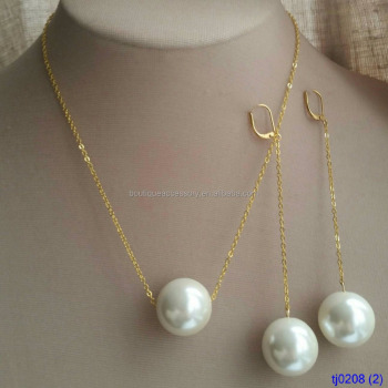 Fall 2017 jewelry trend extra large pearl and gold charm necklace fall 2017 jewelry trend extra large pearl and gold charm necklace and earring set mozeypictures
