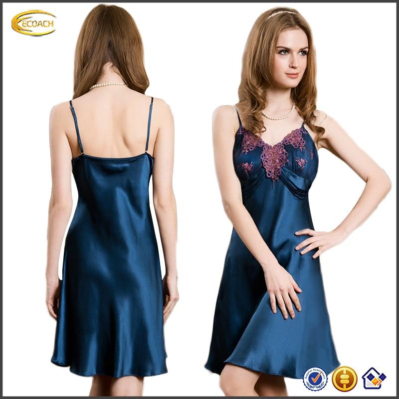 Секси фото девка шелковое платье