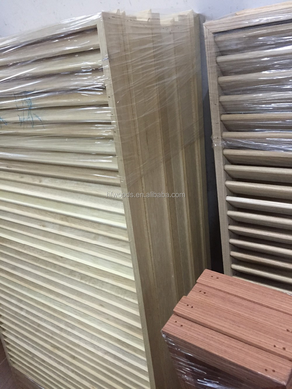 Mass Production Show Poplar Wooden Louver Door Wooden Or Timber Louver