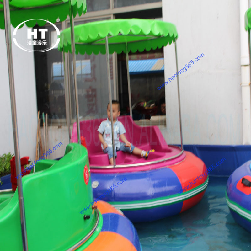 Amusement rides water shooting bumper boat, inflatable motor kids bumper boat