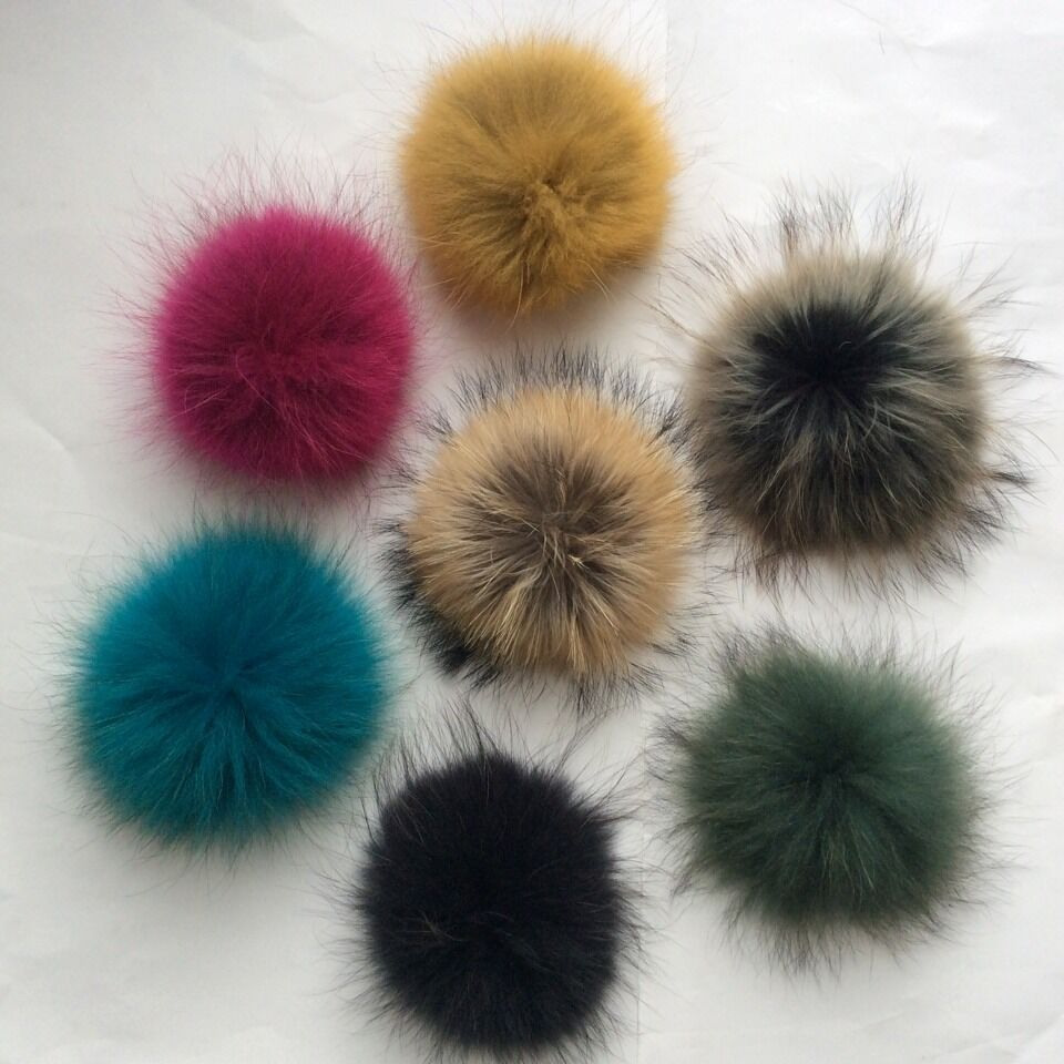 061480027209 Stylish Top Baby Colored Pom Poms Genuine Raccoon Dog Fur Ball Wholesale  Large Fluffy Fur Pompons