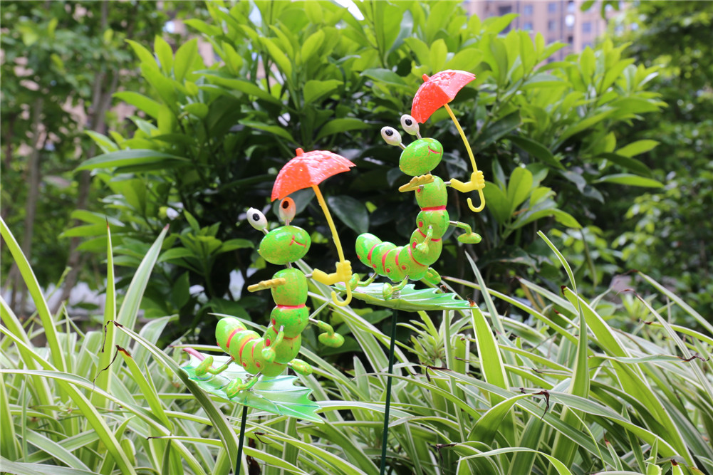 Osgoodway China supplier Factory direct sale Cartoon Lawn bug shape Plastic Garden Decor Stakes in Insect Kingdom Museum