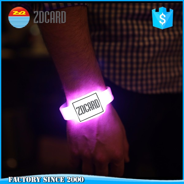 Cheap custom design Wristband remote controlled led bracelet