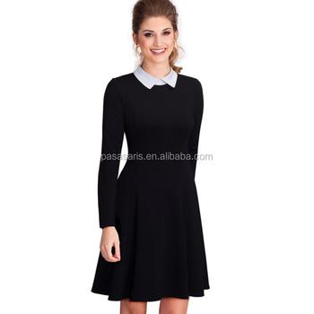 zwarte jurk met witte kraag