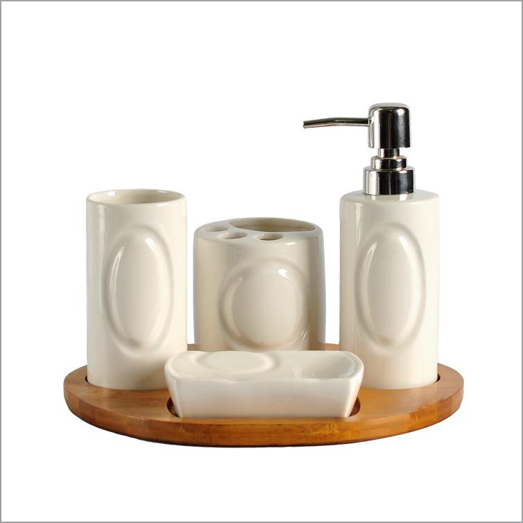 Elegante blanco set de baño de cerámica con la bandeja de ...