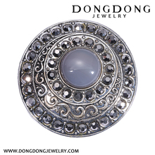 001 vintage style big round zinc alloy brooch with rhinestone and agete