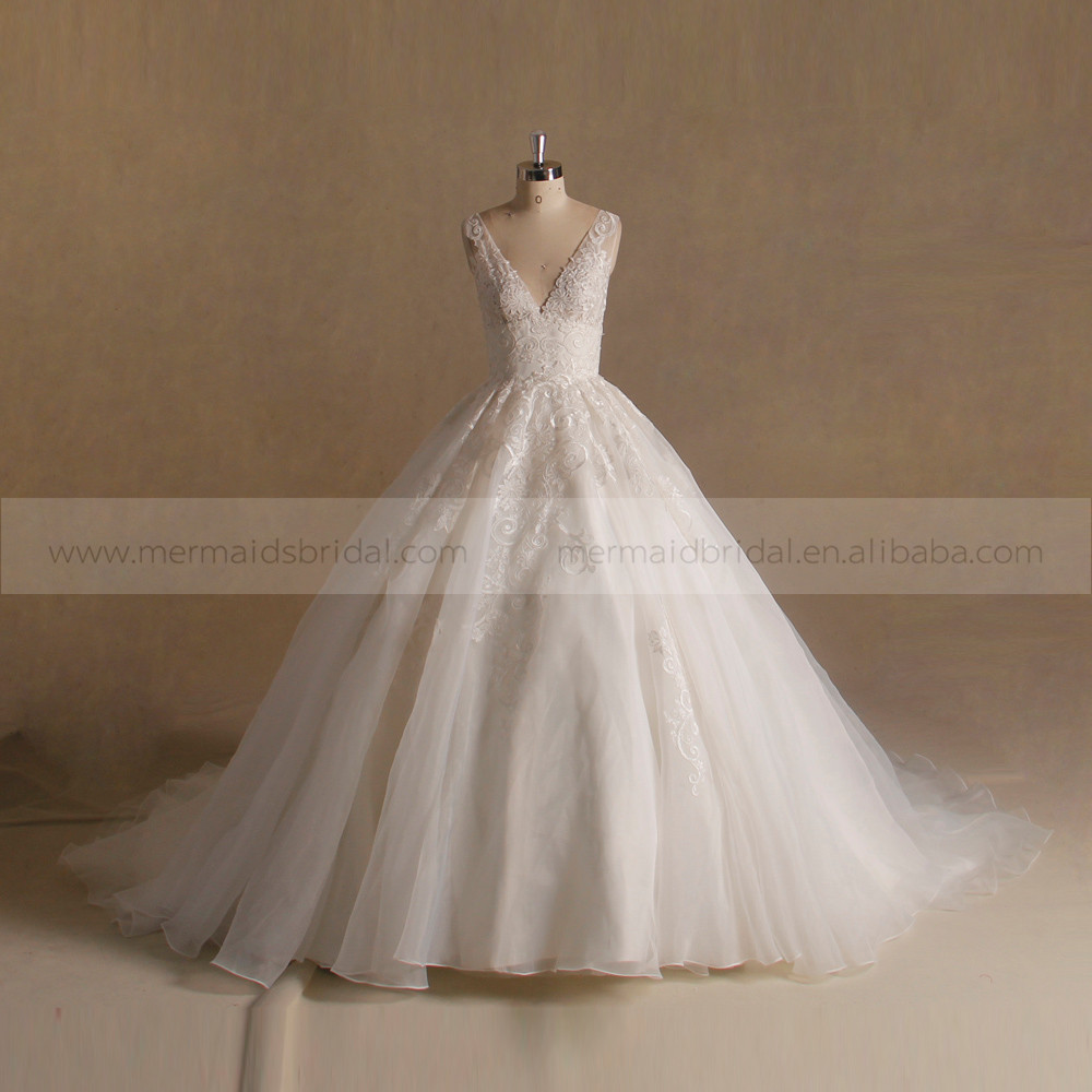 Gorgeous New Style V Neck Applique Lace Puff Ball Gown Wedding Dress Big Long Train