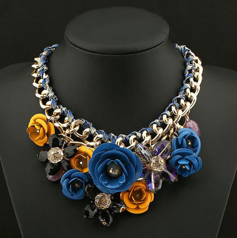 Flower Shaped Crystal Rhinestone Chunky Necklace For Women