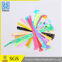Competitive price top quality new fashion vinyl write on wristbands