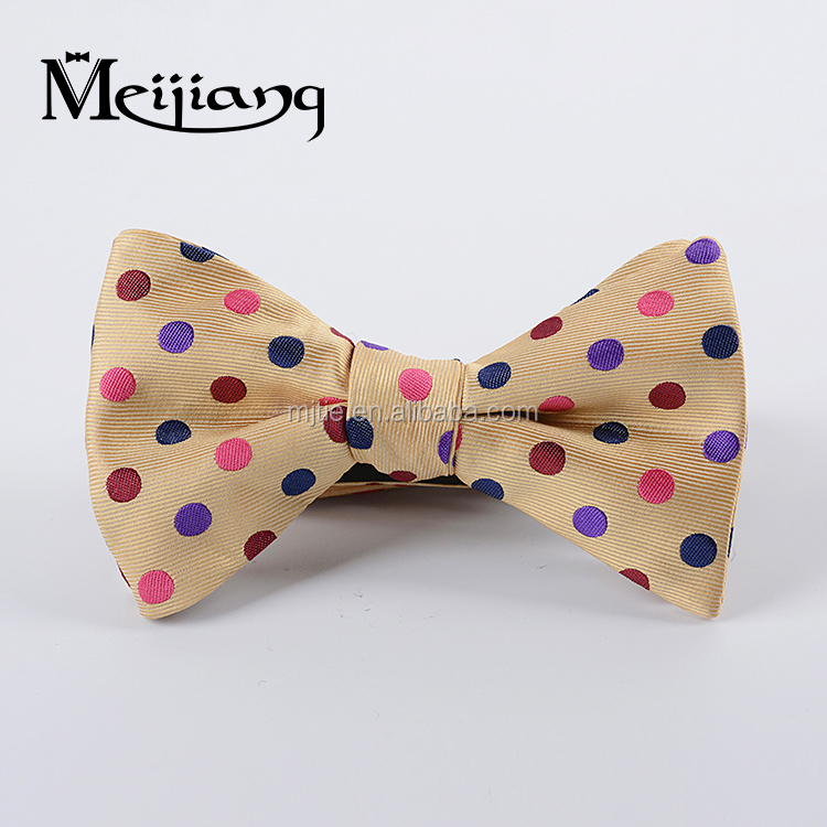 Hot sale Classic dots Wholesale box packaging silk men bowtie