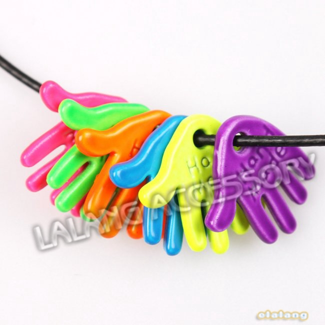 Hot 90pcs/lot Mixed Colorful Painting Hand Charms With Letters  13*12*2mm Zinc Alloy Pendants 145382