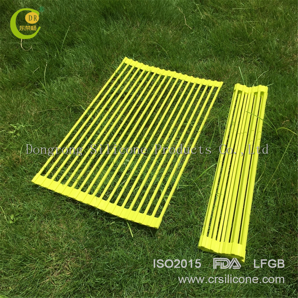 China Alibaba high quality good return orders from clients folding roll-up silicone dish drainer