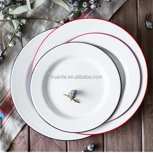 European Style Kitchen Round Dinner Pie Dish Personalized White Enamel Plate With Black/blue/red Rim Enamel Salad Plate In stock