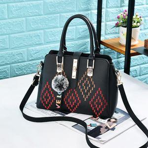 8c0d832b0ace Guess Bags Woman Wholesale