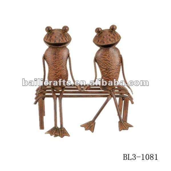 Wholesale high quality frogs on bench metal garden wall art