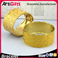 Dubai jewelry designer gold ladies engraved cuff bracelet