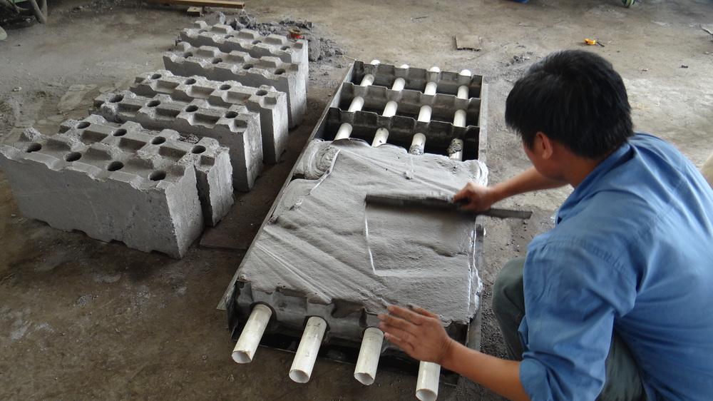 Make Lightweight Concrete : Cellular light weight concrete blocks mold for