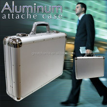 Distinguished storing power that [A3 size into aluminum frame attache case! ] (Silver)