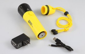F8 fitech submarine waterproof ip68 rechargeable diving flashlight for diving hunting fishing torch