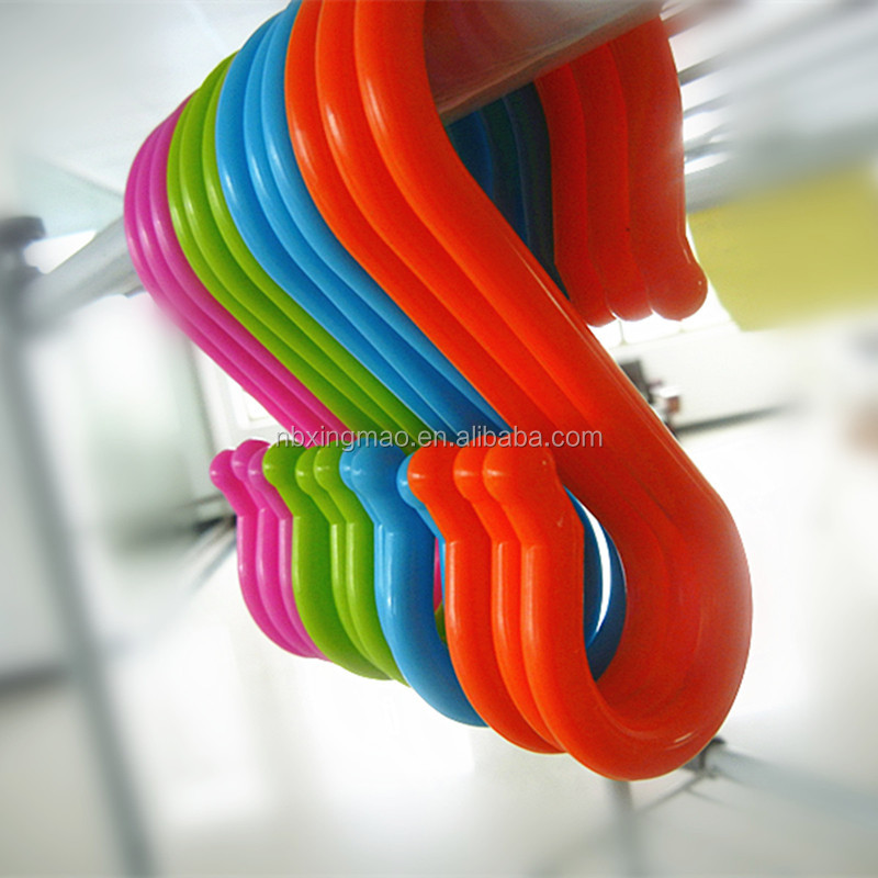 Large small plastic stanchion hanging s shaped hooks bulk /plastic s clips/convenient safety hooks