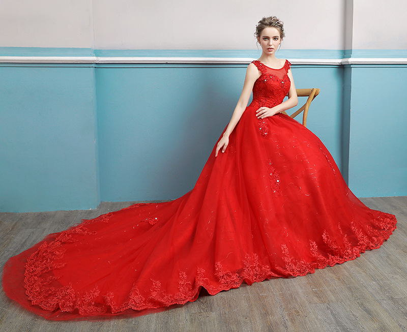be427104fc3e8e China Sleeveless Wedding Gown