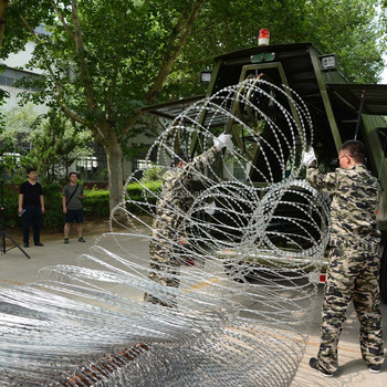 Mobile Security Barrier Razor Wire And Trailer - Buy Mobile Security ...
