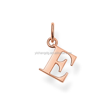 Nouvelle Conception <span class=keywords><strong>Alphabet</strong></span> Lettre Charmes <span class=keywords><strong>Pendentif</strong></span> Rose Or Initiale Lettre Charme En Acier Inoxydable Lettre <span class=keywords><strong>Pendentif</strong></span> Charme
