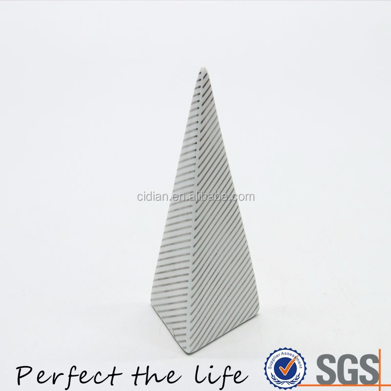 Hot sell Ceramic Quadrihedron triangle cone home decoration pieces