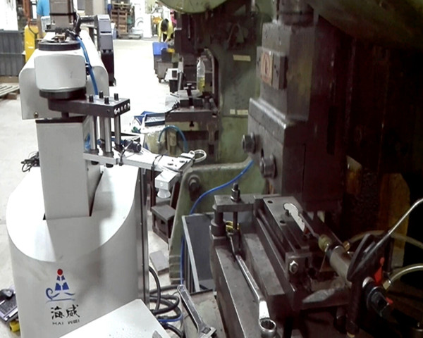 China robot manipulator arm for stamping press machine