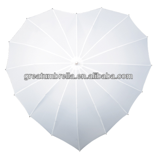 LARGE IVORY HEART SHAPED UMBRELLA IDEAL FOR WEDDINGS EXCELLENT CONDITION