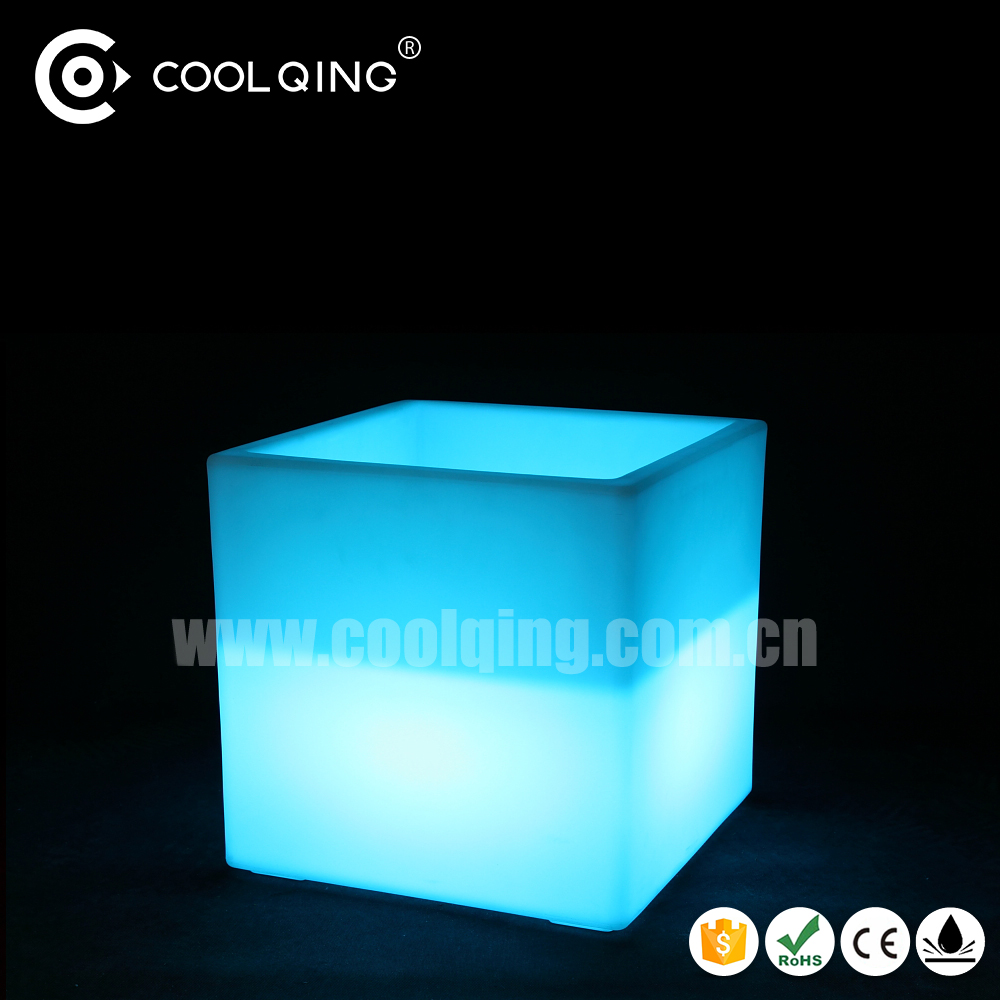 https://sc01.alicdn.com/kf/HTB1FJmFOFXXXXbEXVXXq6xXFXXXb/LED-garden-supplies-waterproof-led-flower-pot.jpg