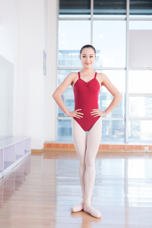 de453dcb4 CL00385 Octavia Girls Red Crossover Back Thong wholesale leotard for ballet