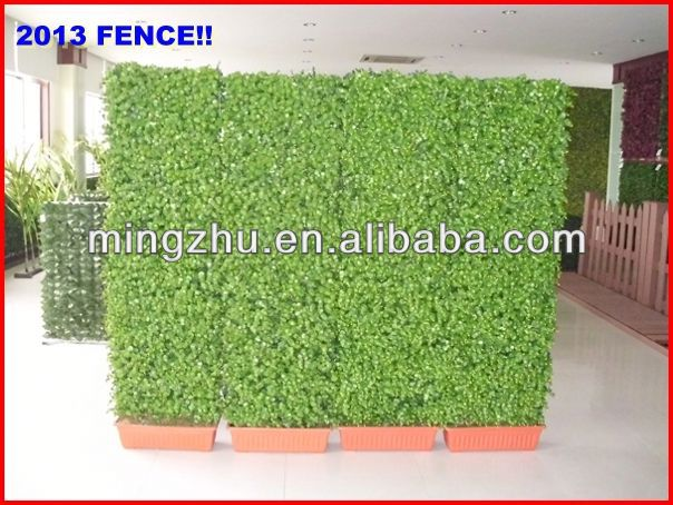 2013 factory fence top 1 Chain link fence hedge diamond wire mes