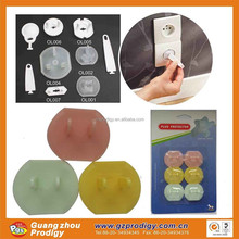 socket plug protector prevent baby throwing things or finger into socket