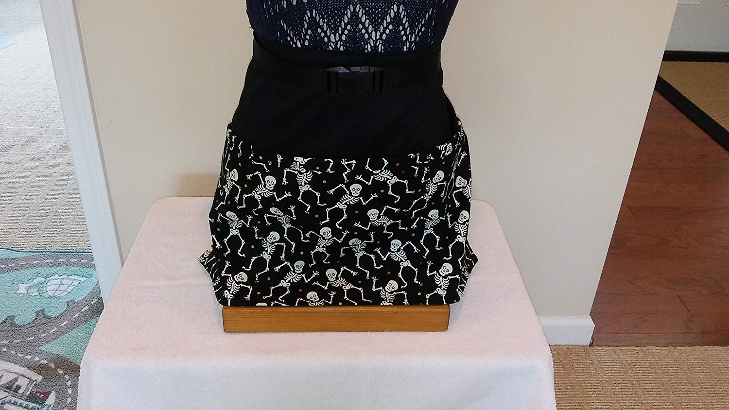 ADJUSTABLE NO - TIE APRON/Skeletons that GLOW IN THE DARK/Halloween-black and White/3 Lined Pockets Waist Apron/One size fits most