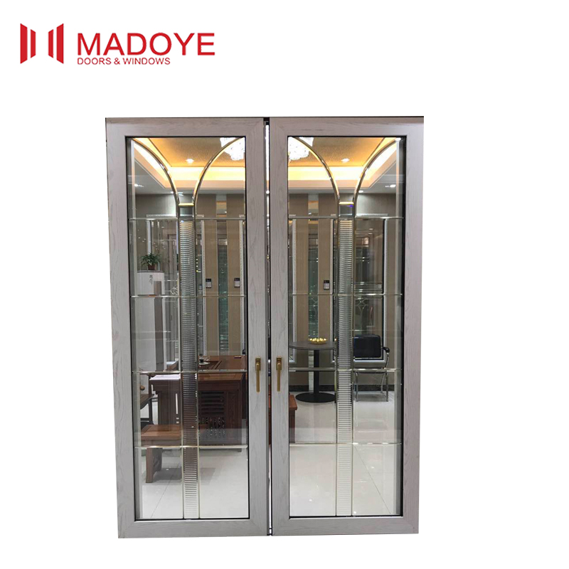 Bottom swing window with aluminium chain