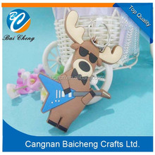 music elk shaped rubber key chain for chrismas day as cheap promotion gift of 3d looks as public selling for children