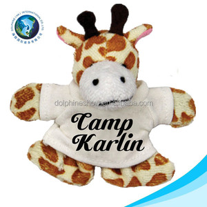 Custom logo give away plush giraffe with T shirt wholesale cartoon cute stuffed animal giraffe plush toy
