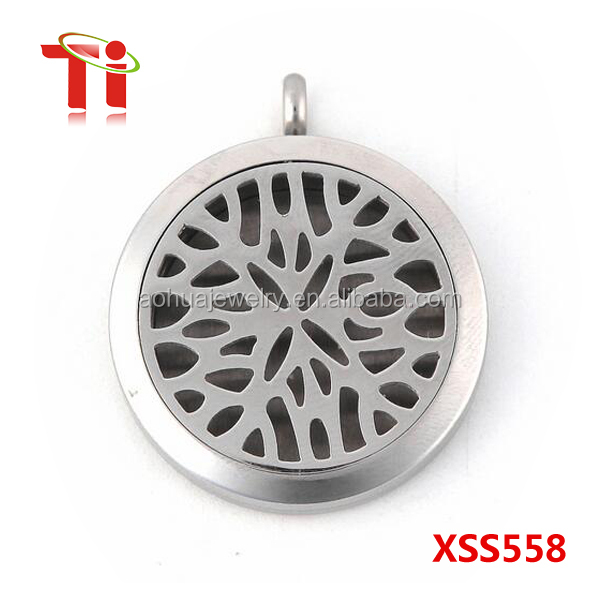 Wholesale Round Silver Old World Cross 30mm Aromatherapy Essential Oils Diffuser Locket Jewellry Necklace
