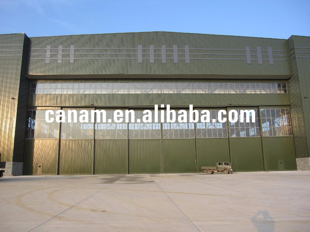 Industrial sliding hangar doors